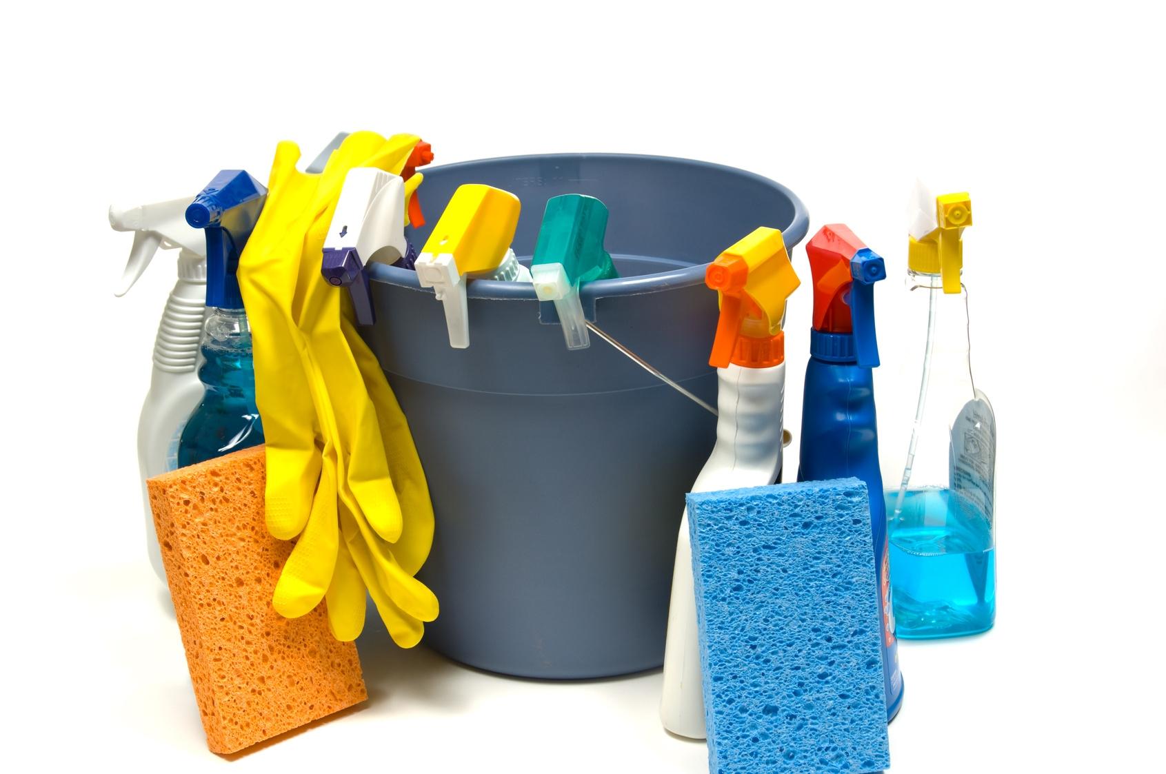 Tvrtka ALIMI d.o.o. vrši usluge čišćenja: poslovnih prostora (brisanje uredske i birotehničke opreme čišćenje sanitarija, pranje prozora, pražnjenje koševa, zalijevanje cvijeća, usisavanje tepiha, brisanje tvrdih površina, održavanje kuhinja, pranje stubišta) privatnih prostora (čišćenje sanitarija, pranje prozora, zalijevanje cvijeća, usisavanje, brisanje tvrdih površina, održavanje kuhinja, peglanje...)
